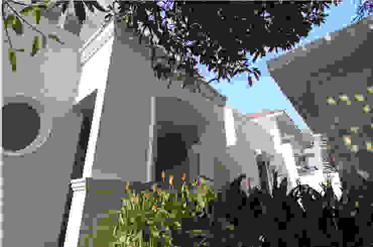 Adeline Bintaro Rumah Modern Oleh sony architect studio Modern
