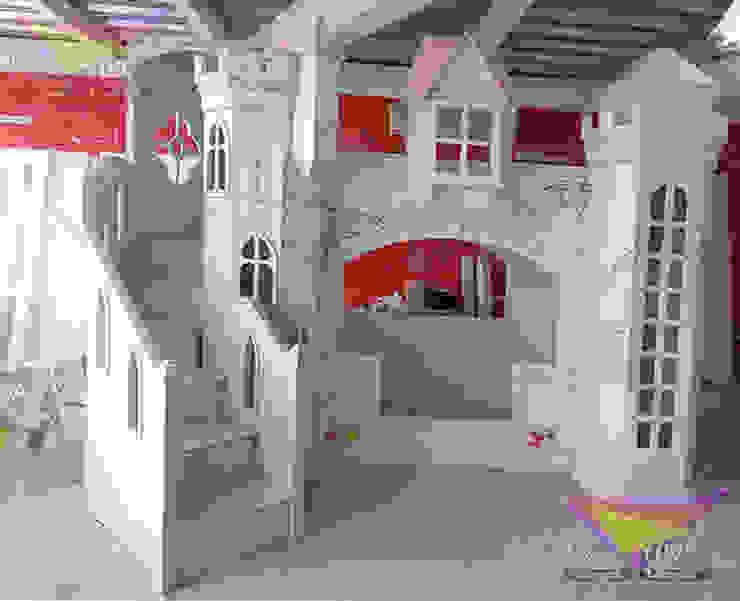 Bellisimo Castillo de Cenicienta de camas y literas infantiles kids world Clásico Derivados de madera Transparente