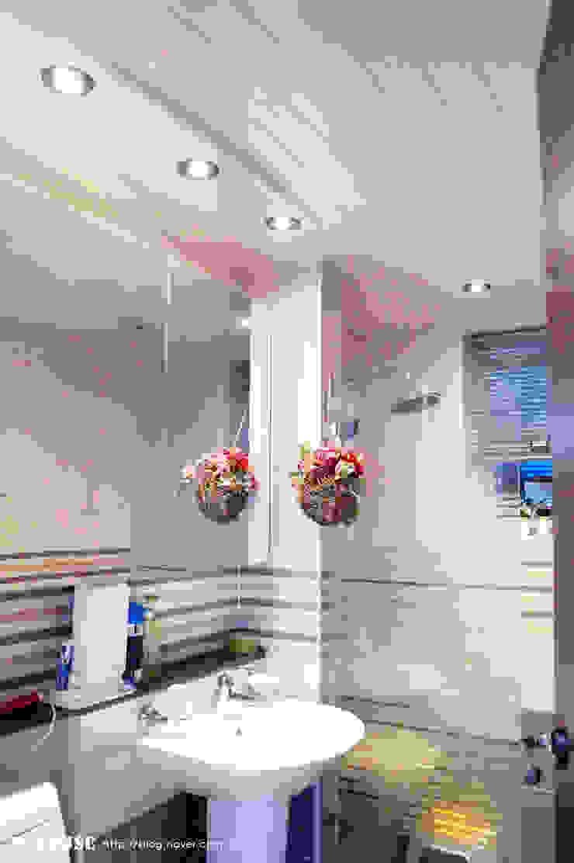 서천3호 35평형 친환경ALC전원주택 모던스타일 욕실 by W-HOUSE 모던 타일