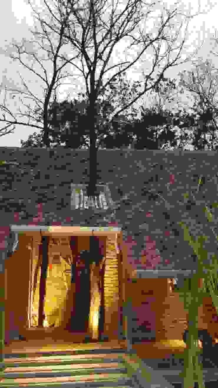 CIBUBUR JULLIE Rumah Modern Oleh sony architect studio Modern
