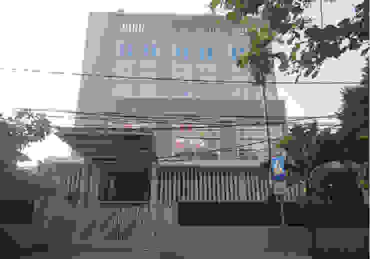 CIHO Rumah Modern Oleh sony architect studio Modern