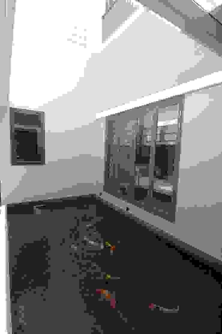 COKRO ,VMM Ruang Keluarga Modern Oleh sony architect studio Modern