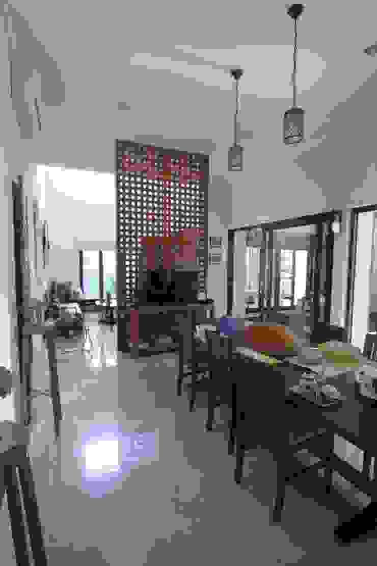 COKRO ,VMM Ruang Makan Modern Oleh sony architect studio Modern