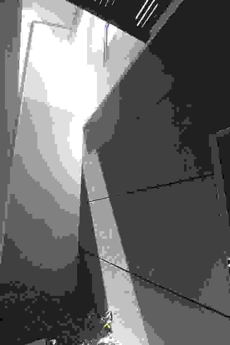 COKRO ,VMM Dinding & Lantai Modern Oleh sony architect studio Modern