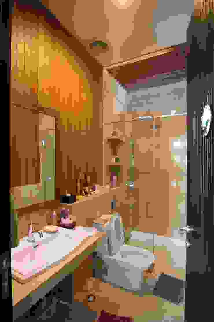 COKRO ,VMM Kamar Mandi Modern Oleh sony architect studio Modern