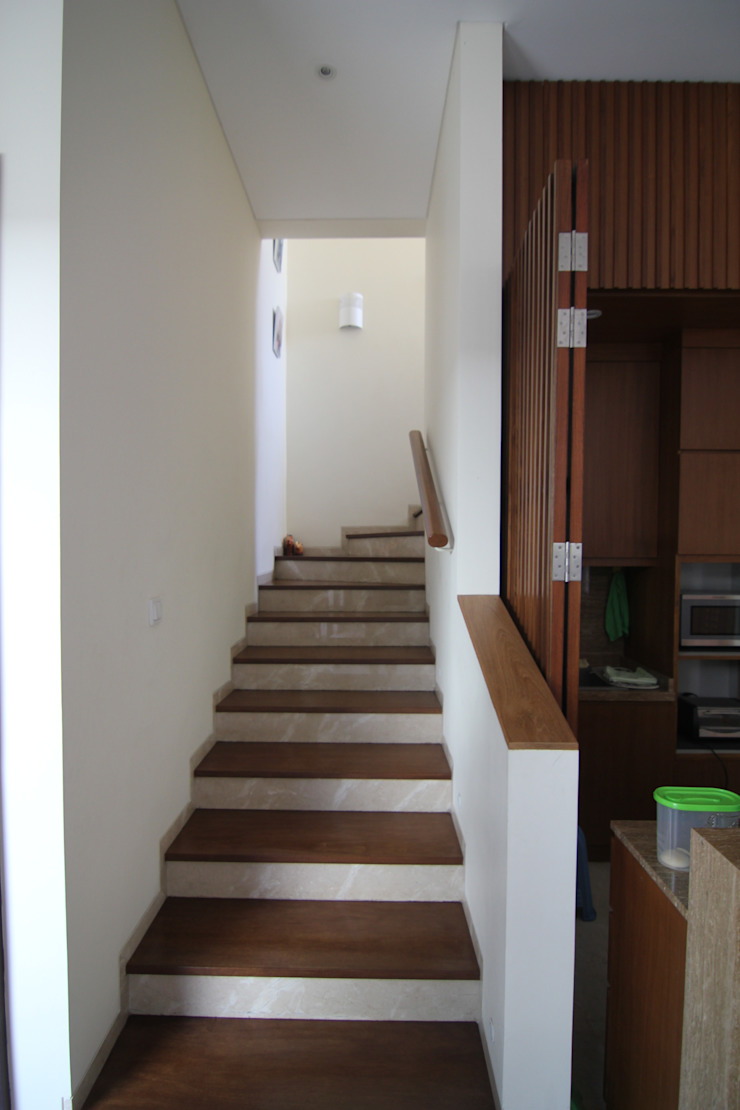 COKRO ,VMM Koridor & Tangga Modern Oleh sony architect studio Modern