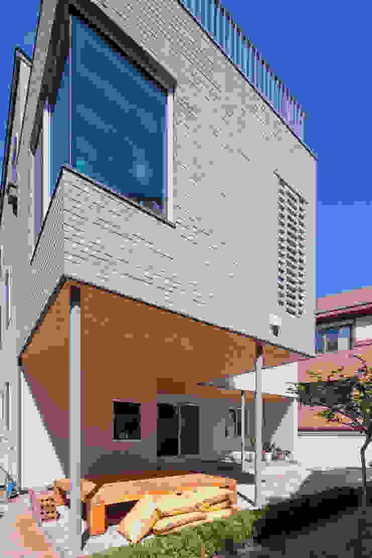 SEONGBUK-DONG HOUSE with Sarang-Chae 모던스타일 주택 by IDEA5 ARCHITECTS 모던