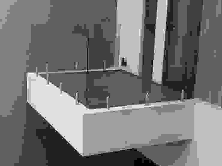 FOTO KACA Balkon, Beranda & Teras Modern Oleh sony architect studio Modern