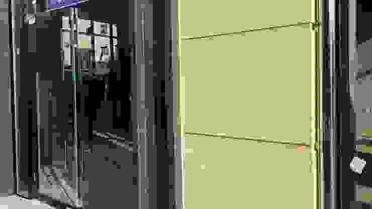 하남 근린생활 및 다세대 주택 모던스타일 복도, 현관 & 계단 by 엘손건축사사무소 모던