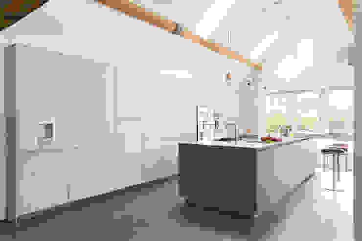 Country affair Nhà bếp phong cách hiện đại bởi Kitchen Architecture Hiện đại