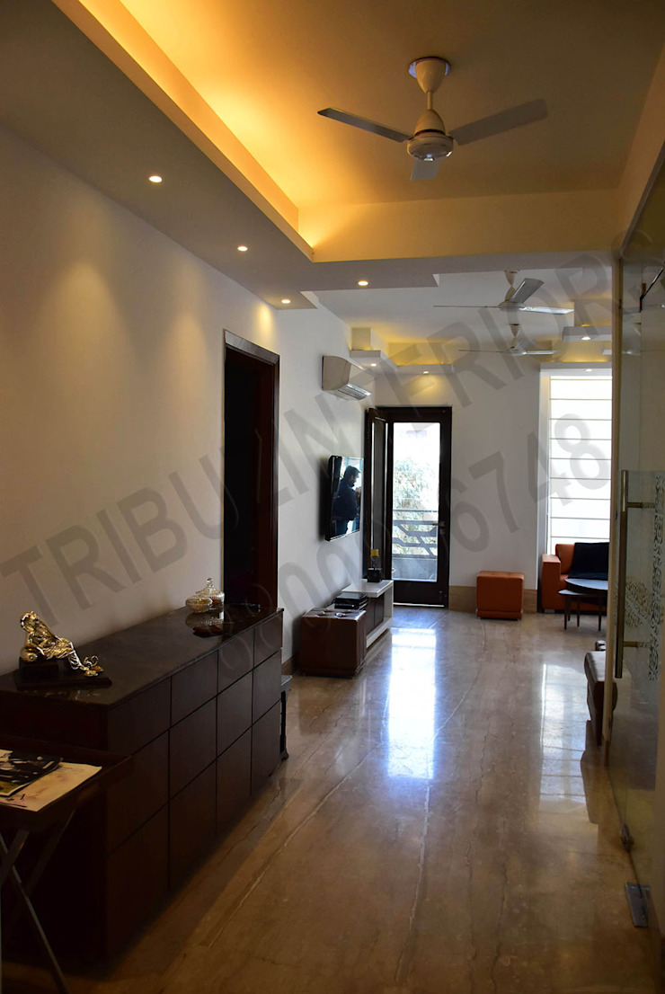 Villa Eclectic style corridor, hallway & stairs by Tribuz Interiors Pvt. Ltd. Eclectic