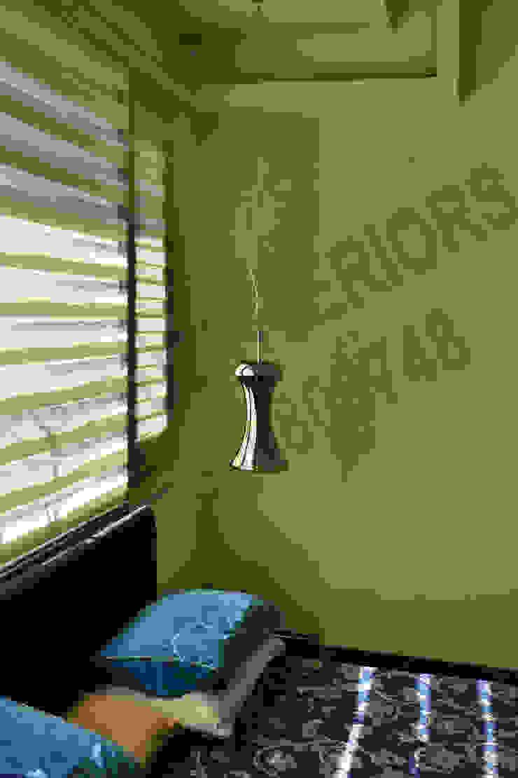 Villa Eclectic style walls & floors by Tribuz Interiors Pvt. Ltd. Eclectic