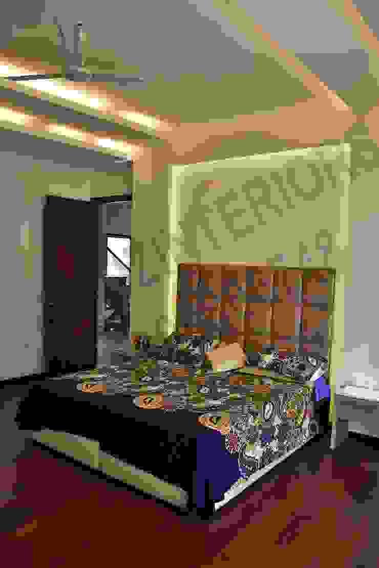 Villa Eclectic style bedroom by Tribuz Interiors Pvt. Ltd. Eclectic
