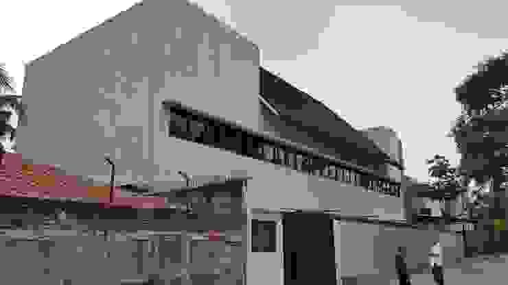 ISMAYA TAX OFFICE Bangunan Kantor Modern Oleh sony architect studio Modern