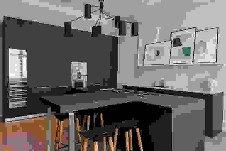 Bespoke bulthaup in north west London apartment 現代廚房設計點子、靈感&圖片 根據 Kitchen Architecture 現代風