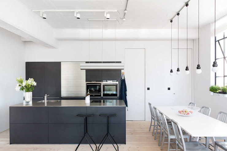 Loft Living من Kitchen Architecture حداثي