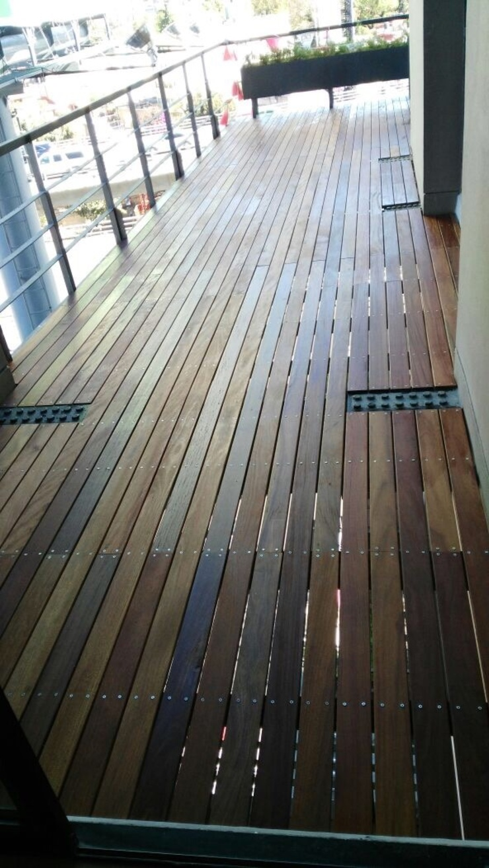 Onice Pisos y Decoracion Balkon, Beranda & Teras Modern Komposit Kayu-Plastik
