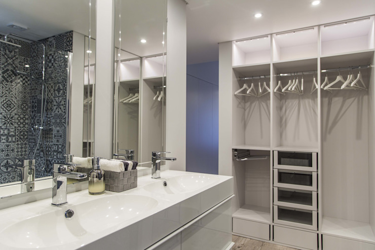 WC & Closet Eclectic style bathroom by Conceitos Itinerantes, Lda Eclectic