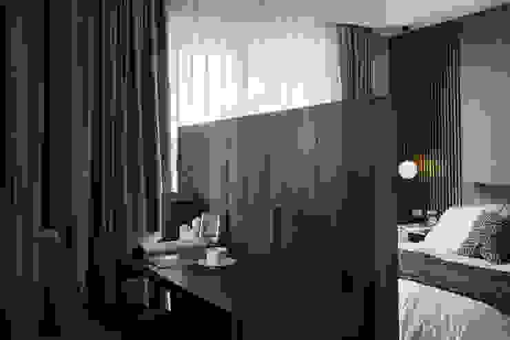 베드룸 테이블 러스틱스타일 침실 by KD Panels 러스틱 (Rustic) 우드 우드 그레인
