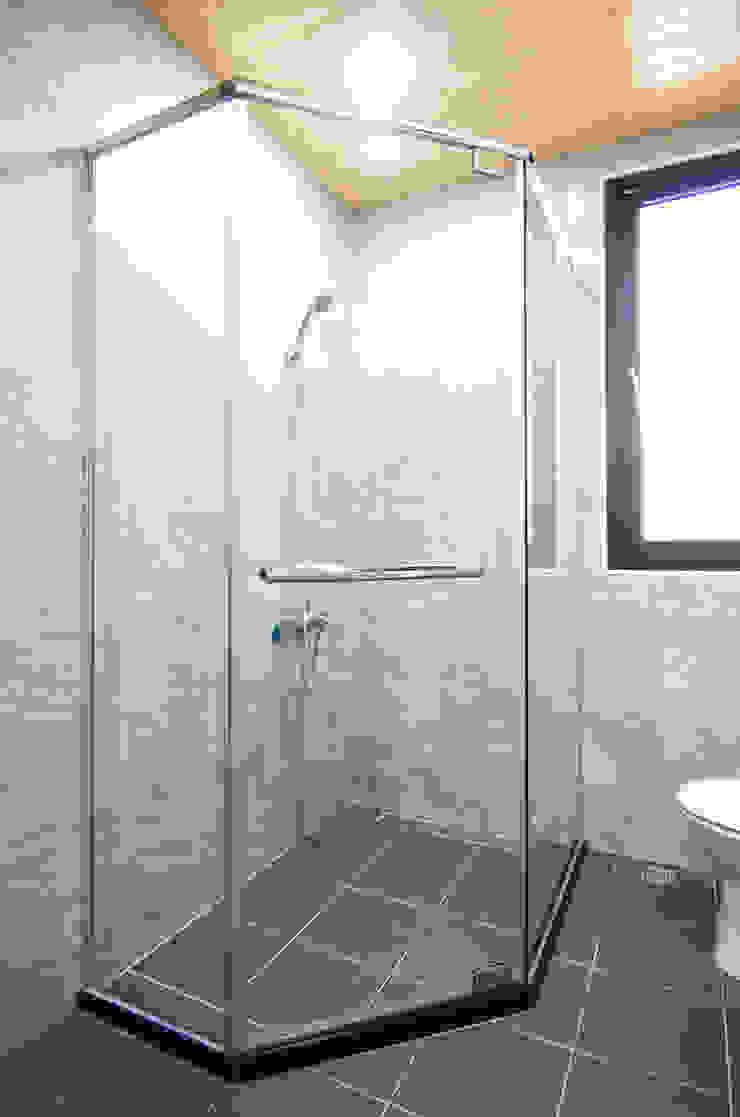 H8300 根據 中圓泰 / 淋浴拉門 簡約風 玻璃