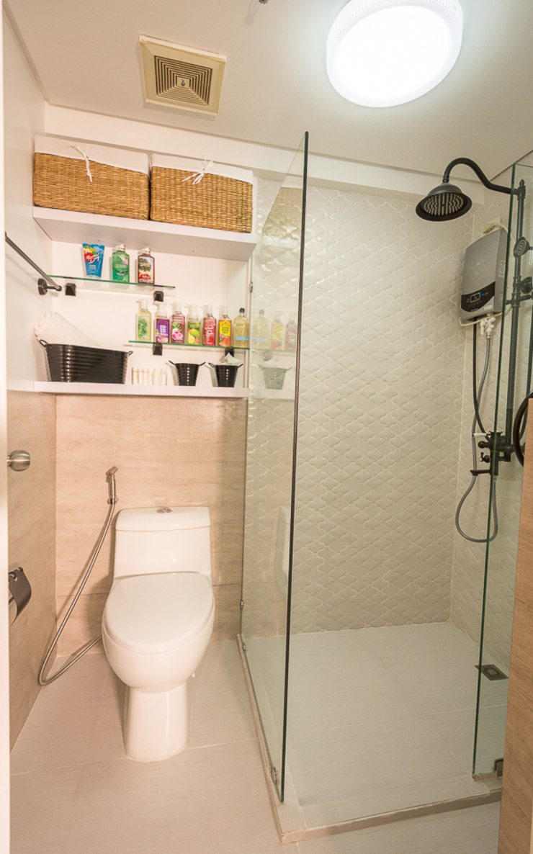 Gateway Garden Heights Modern bathroom by TG Designing Corner Modern