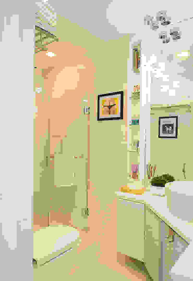 8 Forbes Town Road Golf View Residences Modern bathroom by TG Designing Corner Modern