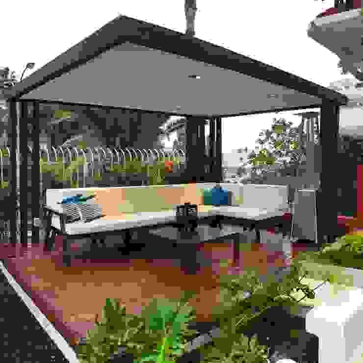 Pérgola hierro + mobiliario: Jardín de estilo  de Jardineros de interior