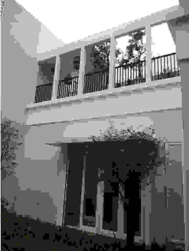 LINDA PONDOK INDAH Rumah Modern Oleh sony architect studio Modern