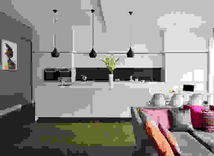 Family entertaining space Nhà bếp phong cách hiện đại bởi Kitchen Architecture Hiện đại