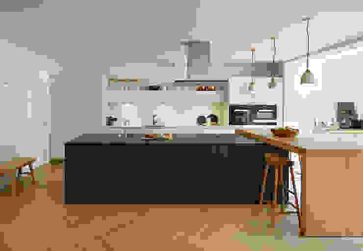 Combined elegance Kitchen Architecture مطبخ