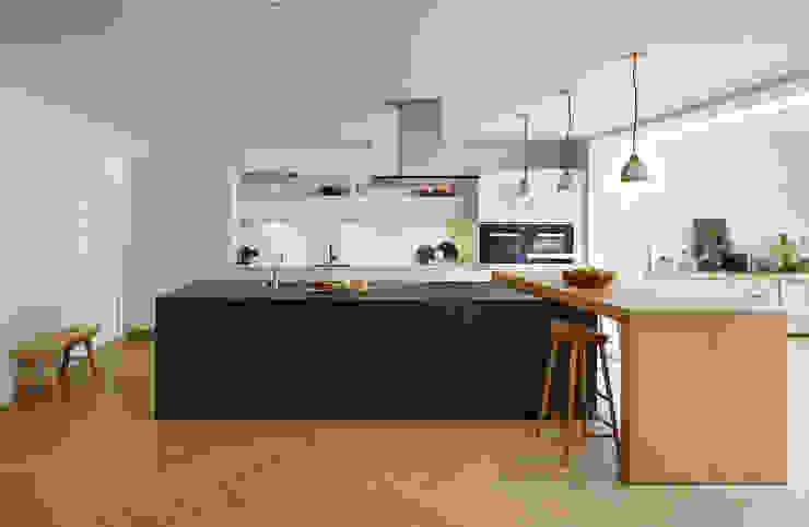 Combined elegance Nhà bếp phong cách hiện đại bởi Kitchen Architecture Hiện đại