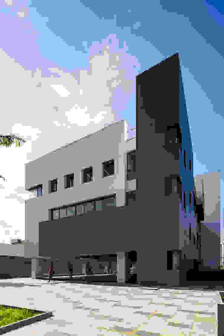 Trường Đại học Kiến trúc TPHCM (UAH) Phòng học/văn phòng phong cách hiện đại bởi truong an design consultant corporation Hiện đại