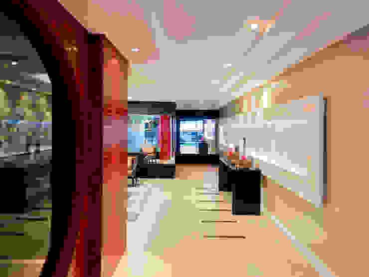Hall de Entrada SZ ARQUITETURA Corredores, halls e escadas modernos