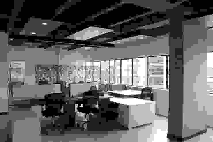 Oficina Abierta Estudios y despachos de estilo industrial de Bustos + Quintero arquitectos Industrial Metal