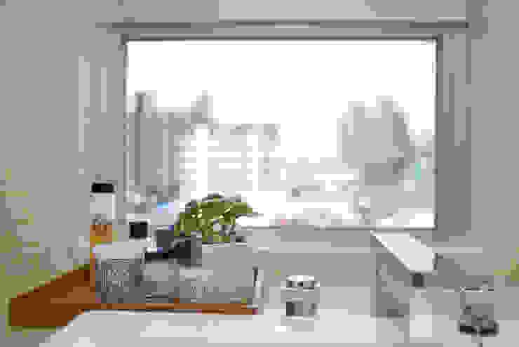【居家設計】謙謙太子蔡邸--品牌來自於「生活」的價值 現代浴室設計點子、靈感&圖片 根據 謐境空間策略事務所 - Dimension Scenario Work 現代風