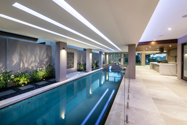 Undercover Swimming Pool and Spa 根據 Moda Interiors 古典風 水泥