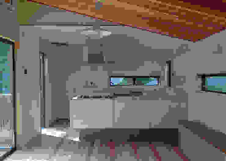 小豆沢の家 ミニマルデザインの キッチン の 奥村召司+空間設計社 ミニマル