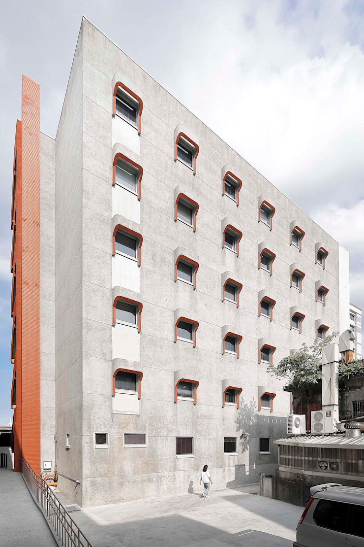 盡可能完整保留建築兩側外牆原有的傳統材料以及今日已少見的樸拙泥作雨遮 根據 前置建築 Preposition Architecture