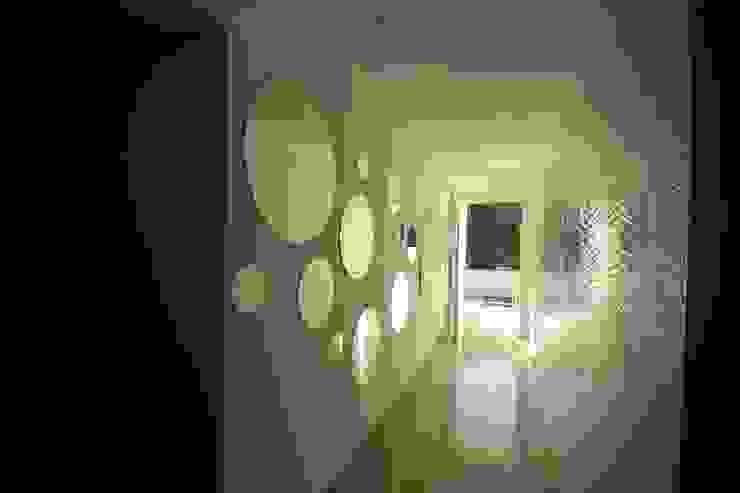 Couloir et hall d'entrée de style  par Lombardi immobiliare, Moderne