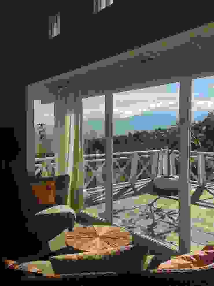 Co*Good Design Co. Ltd. Balcone, Veranda & Terrazza in stile eclettico