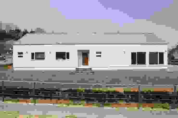영주 박공지붕 프로젝트 모던스타일 주택 by (주)트라움목조주택 모던