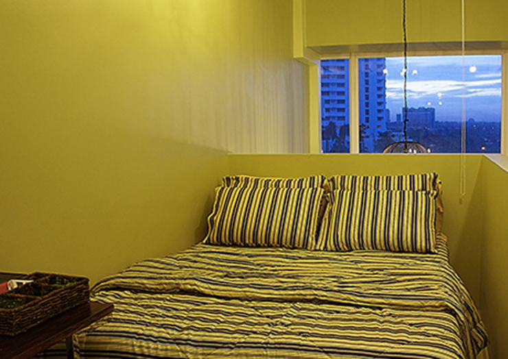 One Bedroom Loft in Makati (Styling): eclectic  by SNS Lush Designs and Home Decor Consultancy, Eclectic