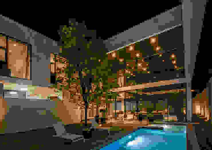 Casa del Tec, Residencia Ithualli Jardines modernos de IAARQ (Ibarra Aragón Arquitectura SC) Moderno