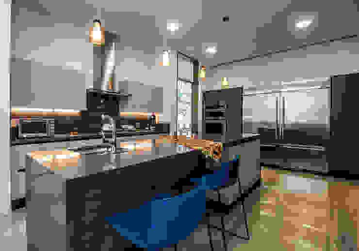 Casa del Tec, Residencia Ithualli Cocinas modernas de IAARQ (Ibarra Aragón Arquitectura SC) Moderno