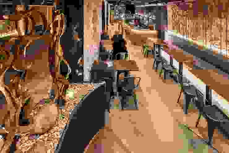 Proyecto Lumínico en Bar y Restaurante: Bares y Clubs de estilo  de Luxiform Iluminación,