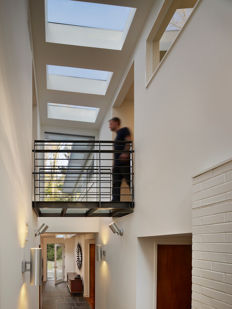 Seidenberg House Modern Corridor, Hallway and Staircase by Metcalfe Architecture & Design Modern