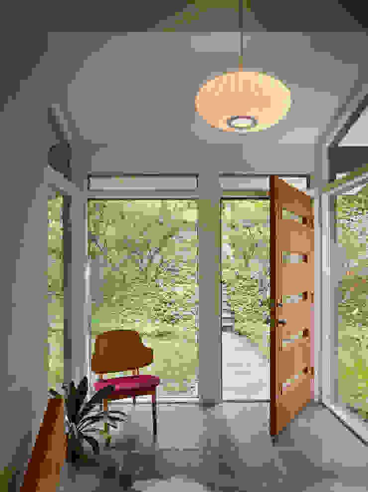 Metcalfe Architecture & Design Modern corridor, hallway & stairs