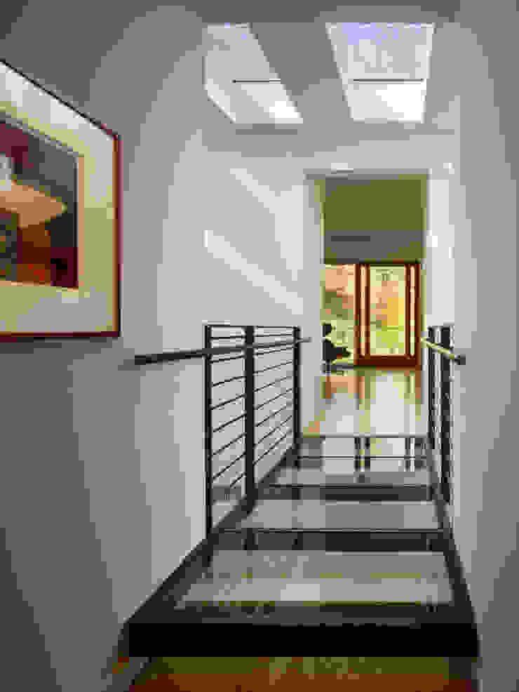 Коридор, прихожая и лестница в модерн стиле от Metcalfe Architecture & Design Модерн