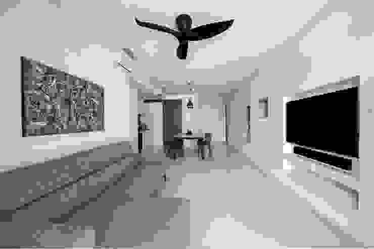 CITYLIFE @ TAMPINES Minimalist living room by Eightytwo Pte Ltd Minimalist Wood Wood effect