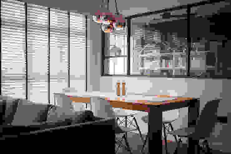 COMPASSVALE ANCILIA II Scandinavian style dining room by Eightytwo Pte Ltd Scandinavian Wood Wood effect
